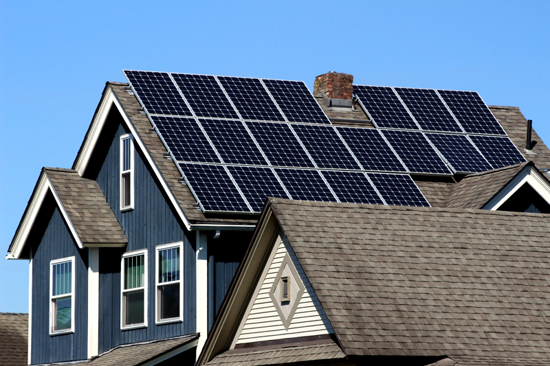 household in manitoba using solar panels