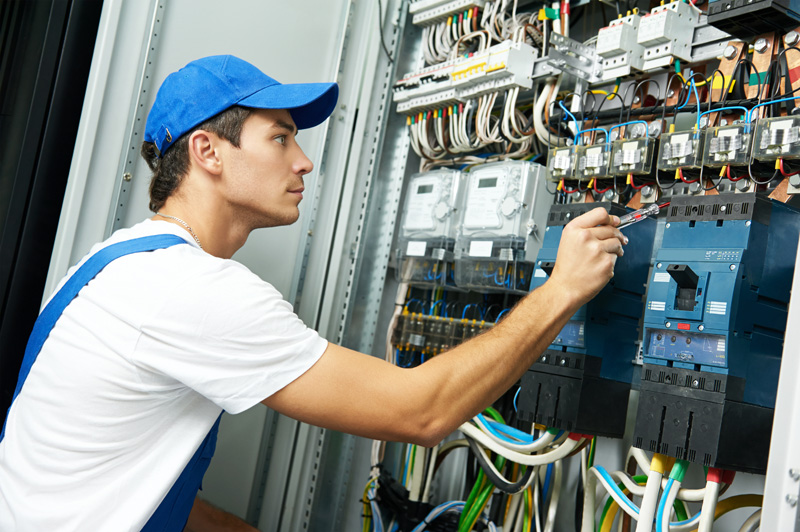 industrial electrician job description